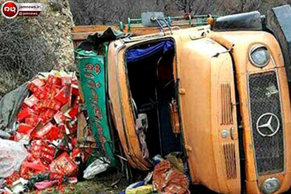 واژگونی کامیون در جاده ساری کیاسر + تصاویر