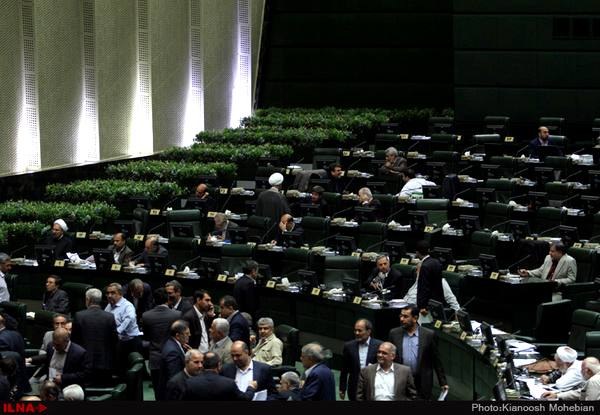 مجلس به وزارت ارتباطات برای افزایش پهنای باند اینترنت مجوز داد