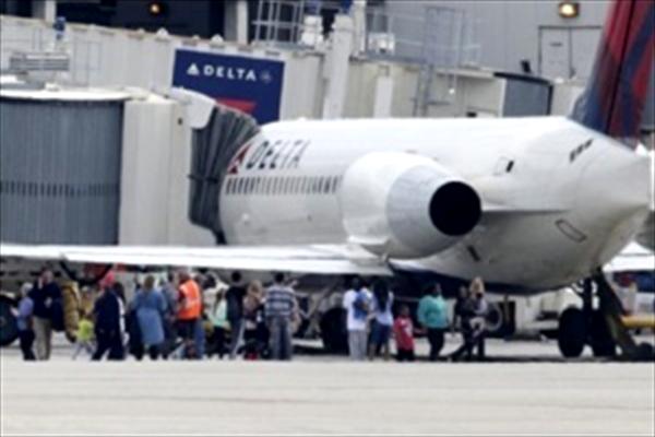 پنج کشته در تیراندازی در فرودگاه فلوریدا + عکس