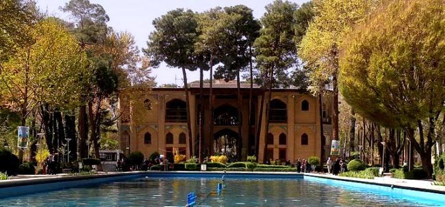 هشت بهشت اصفهان کجا و چشمه عمارت بهشهر کجا