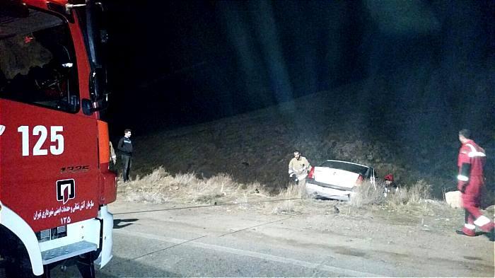 سقوط خودرو سواری به عمق دره