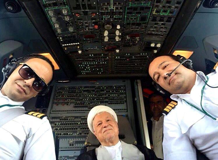 عکس: آیت الله هاشمى در كابين خلبان