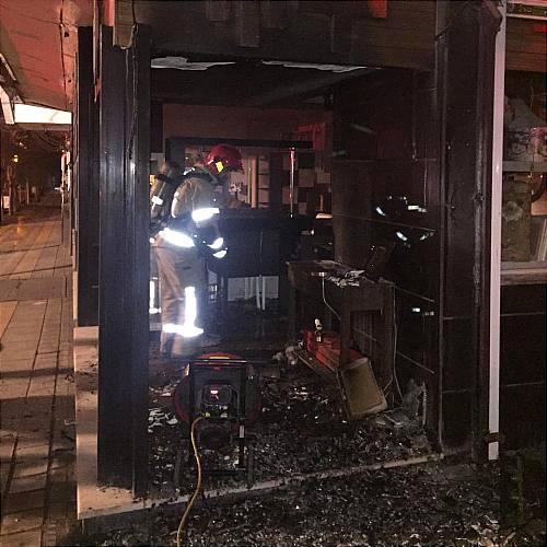 مبل فروشی خیابان سلیمان خاطر در آتش سوخت