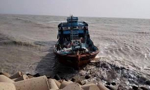 نجات سرنشینان لنج غرق شده در گناوه