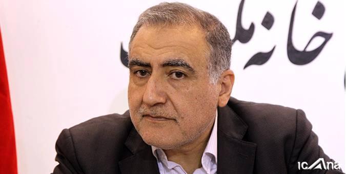 احمد علیرضا بیگی در بازدید از غرفه خانه ملت